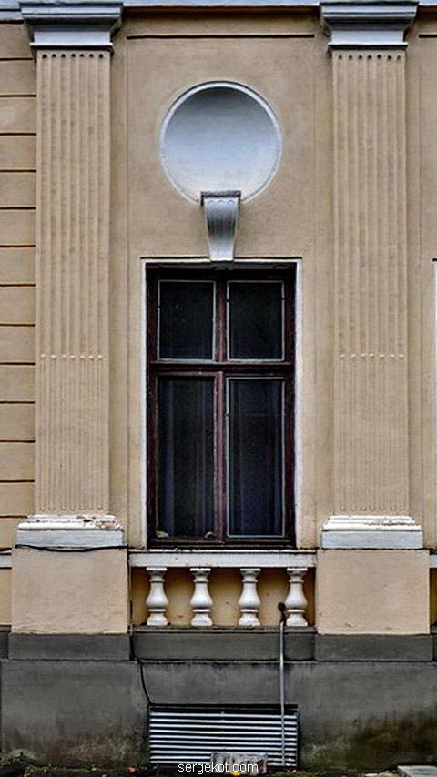 Немиров. Главный фасад. Окно.