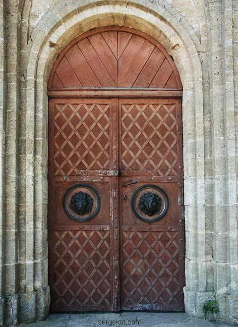 Двери в Усыпальницу Собанских.