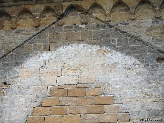 Чечельник. Реставрация часовни-усыпальницы Собанских. Снаружи.  После снесения пристройки 2014 год.