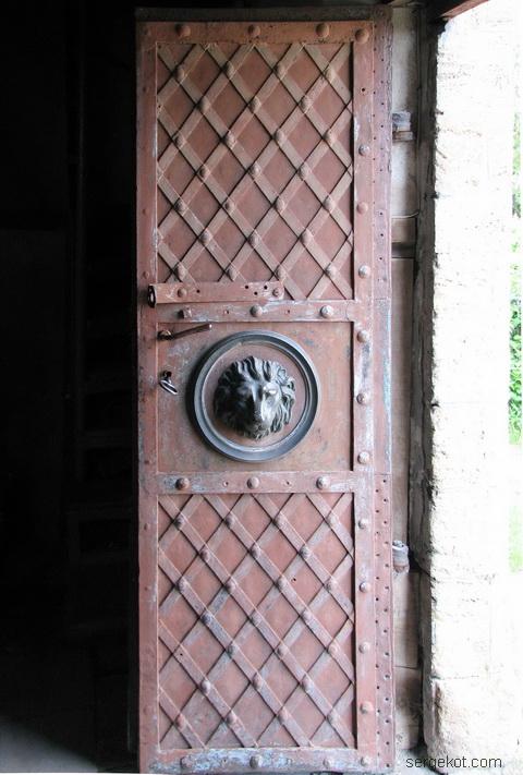 Чечельник. Усыпальница Собанских. Дверь.