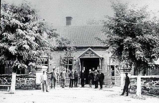 Здание городского управления. Снимок сделан во время румынской оккупации.