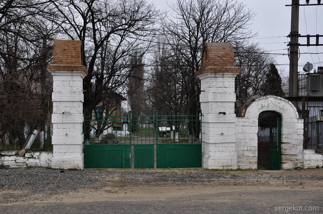 Шабо. Дача Ансельма. Ворота крупно.