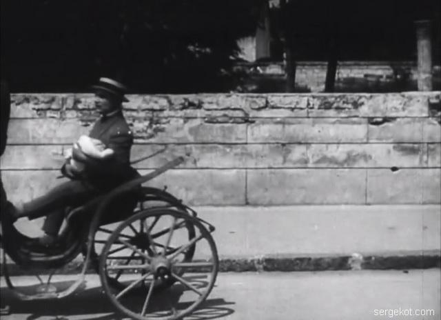 Французский бульвар 11. Бричка едет вдоль ограды дома, 1926 год.