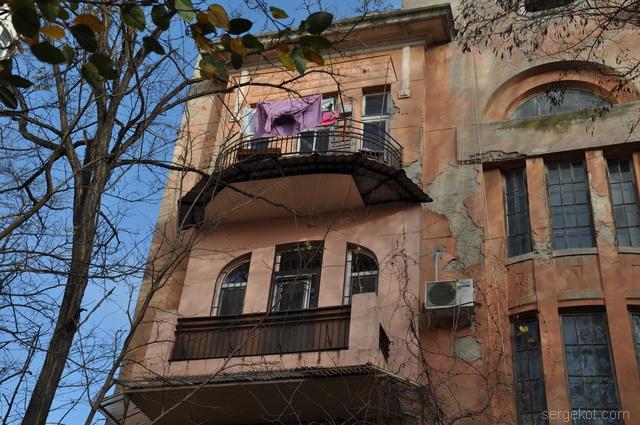 Французский бульвар 11. Балконы.