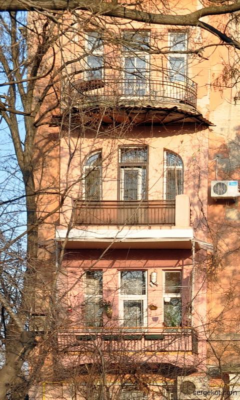 Французский бульвар 11. Балконы. фасада по бульвару