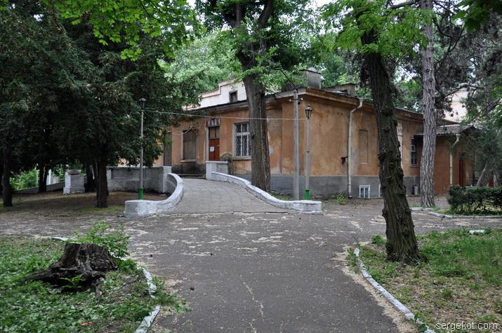 Маврокордато, Школа слепых, фасад
