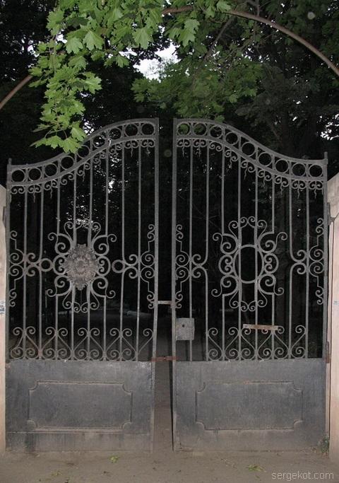 Французский бульвар, Ворота,