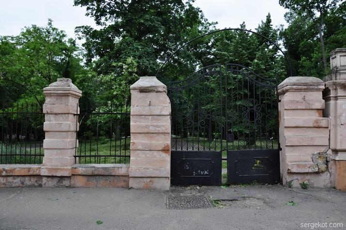 ворота, Французский бульвар,  Школа слепых,